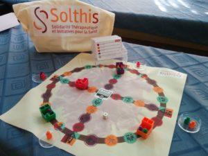 « Tri-ARV poursuite » : Solthis a créé un jeu de société pour tester et consolider les connaissances des professionnels de santé